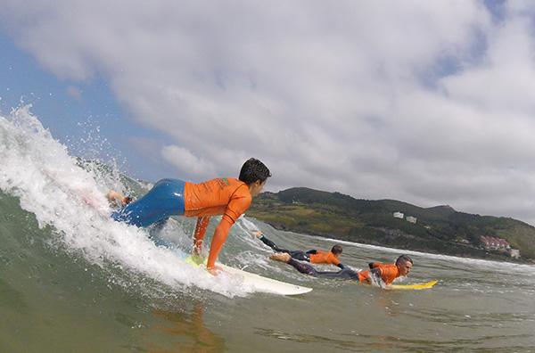 Clases de surf para niveles intermedio