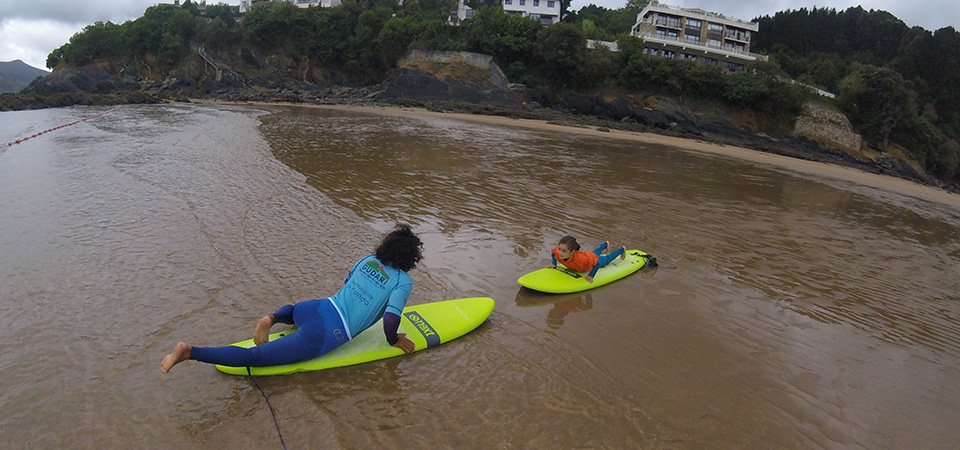 Learning surfing in Mundaka Gudari Caribe