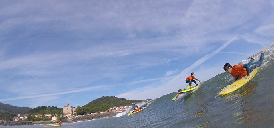 Surfing fun in Mundaka Gudari Caribe