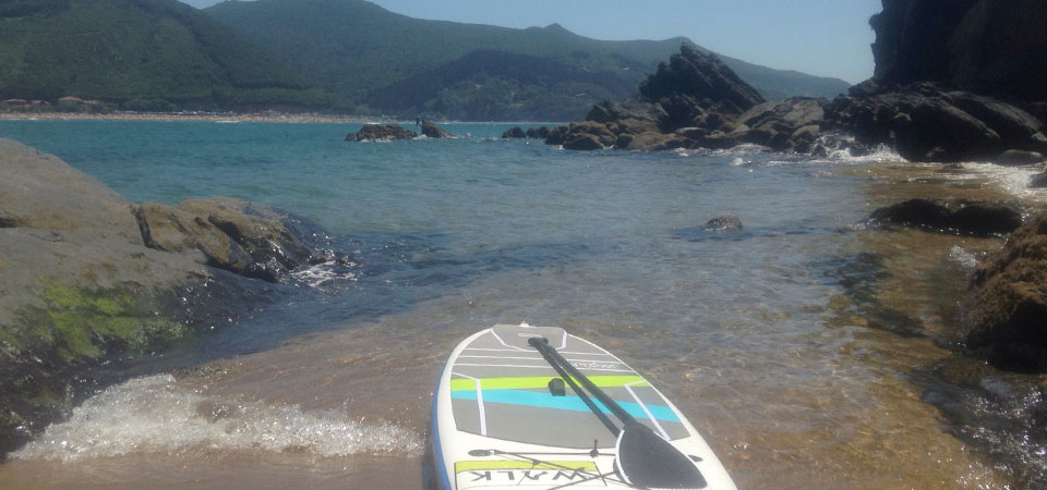 Paddle rides on the coast of mundaka